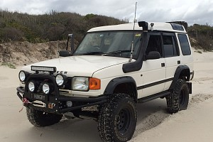 Picture of a Land-rover Discovery  1997