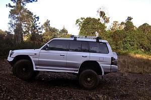 Mitsubishi Pajero NL V6 3500 SOHC 1998