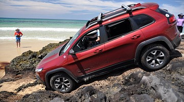 Picture of a Jeep Cherokee Trailhawk 4dr SUV 4WD (3.2L 6cyl 9A) 2015