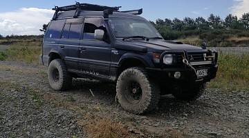 Picture of a Mitsubishi Pajero  1994