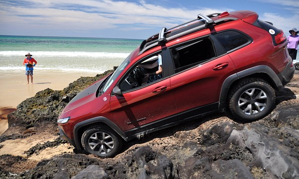 Picture of Jeep Cherokee Trailhawk 4dr SUV 4WD (3.2L 6cyl 9A) 2015