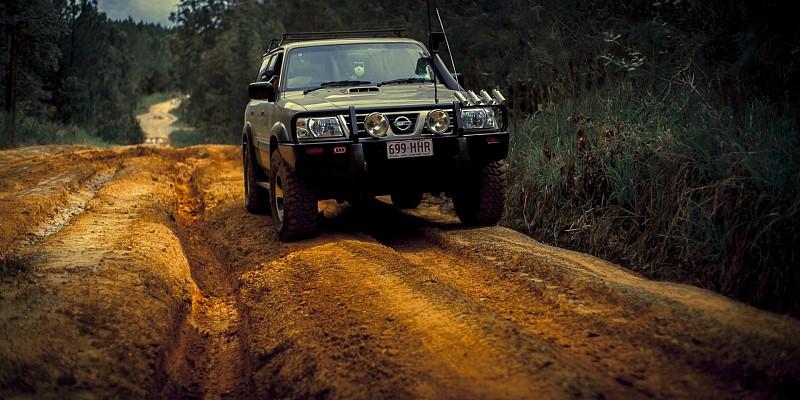 Nissan Patrol LWB 3.0 Di 2004 Off-Road Photo