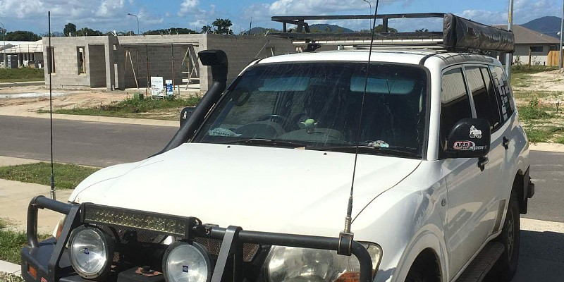 mitsubishi Pajero  2004 Off-Road Photo